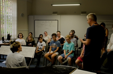 Violinist and Composer address a group of young composers